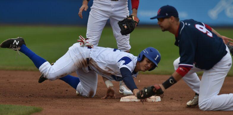 L'Italia in azione contro l'Olanda al SuperSix Europeo di baseball